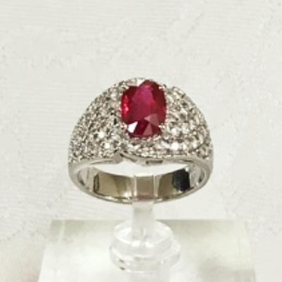プラチナのダイヤとルビーの指輪