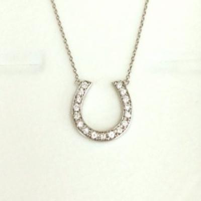 ホースシューデザインの豪華なダイヤネックレス